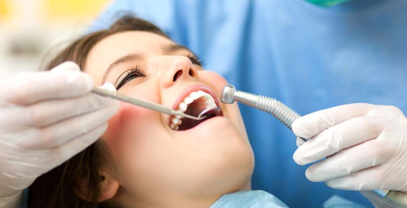 Zubni implantati u adolescenciji